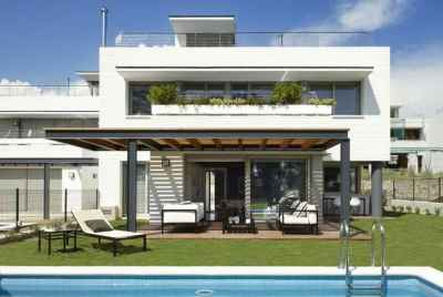 New modern houses with yard and private pool in a suburb of Barcelona
